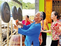 Elders devoted to keep gong tradition alive in Tuong Duong