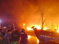 Nhiều tàu cá bất ngờ bốc cháy dữ dội trong đêm