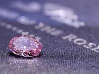 Chiêm ngưỡng viên kim cương hồng siêu hiếm trị giá 38 triệu USD