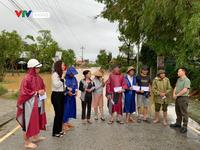 Quỹ Tấm lòng Việt và Công đoàn Đài THVN trao quà hỗ trợ người dân miền Trung