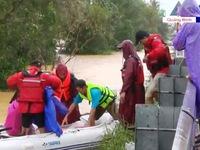 Quảng Bình: Lũ vẫn chưa rút, việc cứu hộ gặp nhiều khó khăn