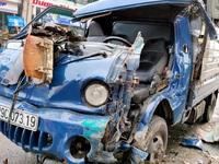 Cưa cabin giải cứu tài xế mắc kẹt sau tai nạn giao thông
