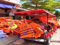 Người dân Nam Trung Bộ góp áo phao, bánh chưng tặng người dân vùng lũ