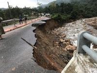 Không tập kết hàng cứu trợ đến khu vực thi công đường vào vùng chia cắt
