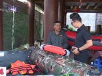 Những chiếc thuyền cứu hộ miền Trung: Ấm áp tình yêu thương được san sẻ