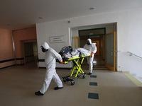 Hơn 1.000 nhân viên y tế mắc COVID-19 mỗi ngày tại Cộng hòa Czech