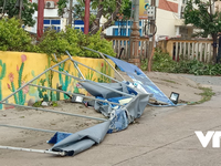 Cảnh tan hoang ở huyện đảo Lý Sơn khi bão số 9 'càn quét'