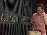 Lửa ấm - Tập 4: Nhà bà Mai (NSND Lan Hương) bị kẻ xấu ném chất bẩn hôi thối