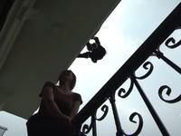 Lửa ấm - Tập 5: Đội trưởng Minh (NSƯT Quốc Thái) đu người từ trên cao để ngăn người phụ nữ tự tử