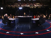 Các ứng cử viên Phó Tổng thống Mỹ đấu nhau thế nào về kinh tế?