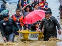 Philippines cứu hộ hàng nghìn người dân bị kẹt trong lũ lụt