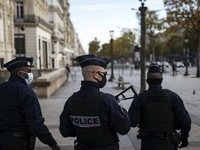 Cảnh sát Pháp đột kích bữa tiệc 300 người cố ý vi phạm lệnh giãn cách xã hội