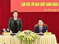 National Assembly Chairwoman Nguyen Thi Kim Ngan works with Yen Bai