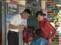 Chuyện về thầy giáo 'bảo mẫu' vùng cao biên giới Kon Tum