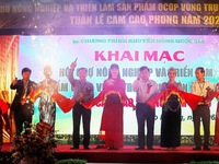 Agriculture and OCOP products fair opens in Hoa Binh