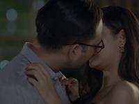 Trói buộc yêu thương - Tập 20: Thanh rối bời khi ở bên tình cũ, Tiến lao vào hôn Phương trong men say