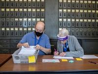 Thẩm phán Mỹ yêu cầu UPS kiểm tra phiếu bầu bị chuyển chậm ở các bang chiến địa