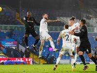 Set-piece goals fire West Ham to 2-1 comeback win over Leeds