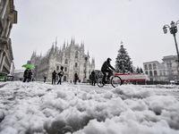 Tuyết rơi dày đi kèm nỗi lo bùng phát COVID-19 tại nhiều nước châu Âu