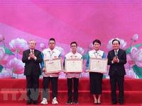 Exemplary students in studying and following Uncle Ho's teachings honoured