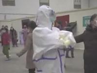 Bệnh nhân, y bác sỹ nhảy múa 'lên dây cót' tinh thần tại Vũ Hán