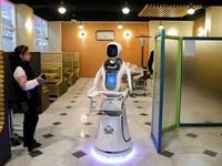 Robot phục vụ thức ăn đầu tiên ở Afghanistan