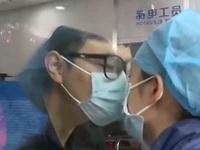 Cảm động tình yêu của các bác sĩ tuyến đầu chống dịch COVID-19