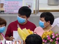 Cha con người Trung Quốc cảm ơn các bác sĩ Việt Nam khi chữa khỏi COVID-19