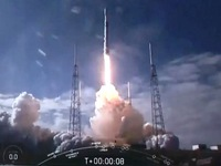 SpaceX bắt đầu bán vé bay vào vũ trụ