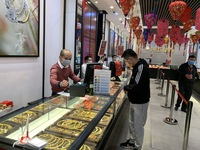 Fewer buy gold on God of Wealth Day due to virus fears