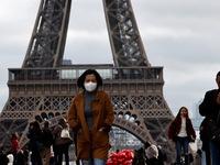 Pháp hỗ trợ nhân viên y tế trong cuộc chiến chống COVID-19