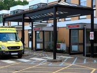 Anh bổ sung hàng nghìn giường bệnh và nhân viên y tế đối phó với COVID-19