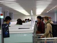 Khuyến cáo công dân hạn chế tối đa đi lại giữa các nước và về Việt Nam