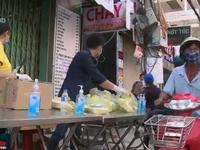 Hỗ trợ suất ăn cho người bán vé số tại TP.HCM