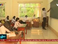 Học sinh lớp 9 và 12 tại Cà Mau đi học trở lại