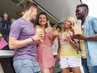 Mỹ: Hơn 100 người tụ tập mở tiệc trên sân thượng trong dịch COVID-19