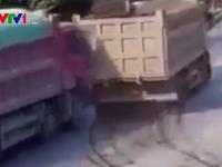 Nhập làn bất cẩn, xe tải gây tai nạn