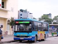 Đảm bảo giãn cách an toàn trên xe bus để phòng dịch COVID-19