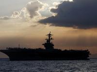 Mỹ sơ tán hơn 3.000 thủy thủ khỏi tàu sân bay vì COVID-19