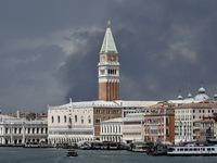 Italy: Nổ lớn tại nhà máy hóa chất, khói đen bao trùm bầu trời Venice