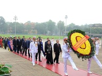 Parliamentarians pay tribute to President Ho Chi Minh