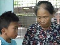 Bé trai khuyết tật mồ côi lớn lên cùng điệu hò và vườn rau của bà ngoại