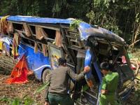 Vụ xe khách rơi xuống vực: 'Đến lần thứ 3 xe nghiêng là lao xuống luôn'
