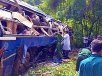Ảnh: Hiện trường kinh hoàng vụ xe khách lao xuống vực tại Kon Tum