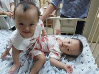 Hành trình chung sống của hai bé gái song sinh dính liền trước ca phẫu thuật tách rời định mệnh