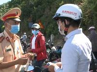 Tránh khai báo y tế, hàng ngàn người tự ý rời Đà Nẵng bằng cách vượt đèo Hải Vân