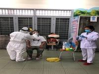 Bệnh nhân 449 thở oxy, có tình trạng nhiễm trùng