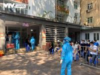 Hà Nội xét nghiệm COVID-19 cho gần 1.500 người vừa về từ Đà Nẵng