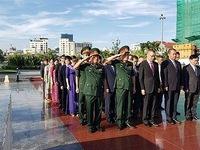 Incense offering commemorates fallen Vietnamese volunteer soldiers in Cambodia