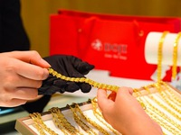 Gold prices in Vietnam jump past VND55 million per tael